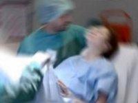 Hastanede döve döve doğurttular!