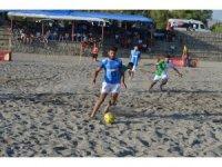 Adilcevaz'da plaj futbolu heyecanı