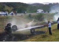 Samsun'da seyir halindeyken yanmaya başlayan otomobil takla attı: 4 yaralı