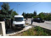 Ankara'da minibüs ile otomobil çarpıştı: 5 yaralı