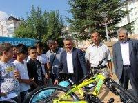 Başkan Tutal, çocukları kask takmaları konusunda uyardı