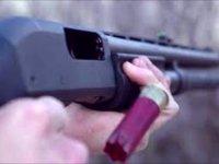 Karısını av tüfeğiyle vurdu!