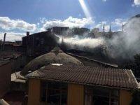 Fatih'te marangoz atölyesi alev alev yandı