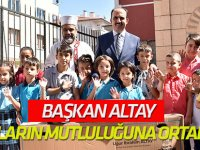 Başkan Altay, Bisiklet Kazanan Çocukların Mutluluğuna Ortak Oldu