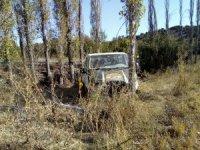 Beyşehir'de minibüs ağaçlara çarptı: 3 yaralı