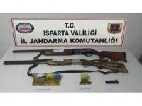 Isparta'da ruhsatsız silah operasyonu
