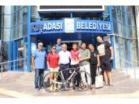 Başkan Kayalı, başarılı sporcuya bisiklet hediye etti