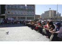 """Türk Eğitim-Sen üyesi kadınlardan """"kitap okuma"""" etkinliği"""