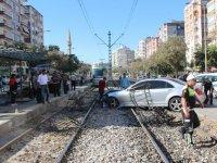 Alkollü araç kullanan kişi tramvay yoluna girdi