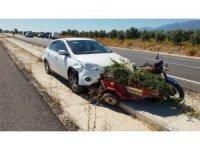 Otomobiller motosiklete çarptı: 1 ölü, 1 yaralı