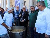 Sultan Selim Camii İmar Derneği aşure dağıttı