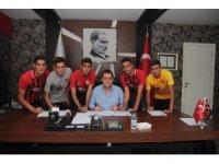 Eskişehirsporlu gençler profesyonel oldu