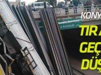 Konya'da tır alt geçide düştü: 2 yaralı