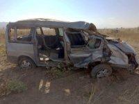 Minibüs şarampole düşüp takla attı: 2 ölü