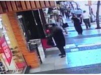 Yaşlı kadının hırsızlık anı kameralara yansıdı