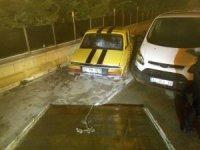 Otomobil kaldırımdaki duvara çarptı: 2 yaralı