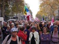 Fransa'da emekliler sokaklara çıktı