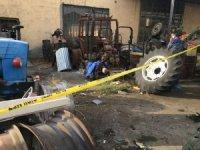 Hurda traktörün önünde ölü bulundu