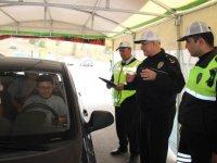 """Konya'da polisten sürücülere """"Yaşam için kısa bir mola"""" çadırı"""
