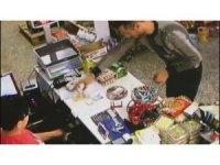 Tırnakçılık yöntemiyle hırsızlık kamerada