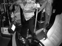 Antalya'da özel halk otobüsüne şoförüne levyeyle saldırı anı ve otobüste yaşanan panik kamerada