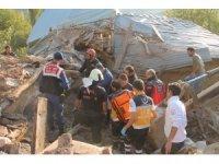 Manisa'da kerpiç evde göçük: 1 ölü