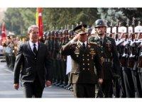 Akar, Venezuela Savunma Bakanı Lopez ile görüştü