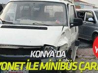 Konya'da Kamyonet ile Minibüs Çarpıştı: 13 Yaralı