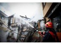 Bursa'da Kayhan Çarşısı bölgesinde yangın
