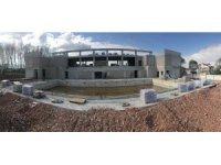 Yüzme havuzlarının inşası devam ediyor