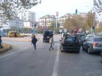 Suriyeli dilenci çocuklar trafiği tehlikeye sokuyor!