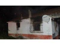Cami lojmanı yandı: 2 yaralı