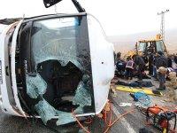Malatya'da cenaze taşıyan midibüs devrildi: 6 ölü