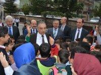 Vali Toprak Karatay Hürriyet Ortaokulunu ziyaret etti