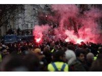 """Paris'teki """"Sarı Yelekliler"""" eylemi: 55 yaralı"""