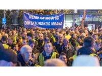 "Karadağ'da ""sarı yelekli"" protesto"
