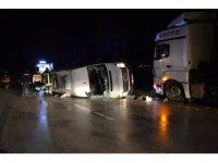 GÜNCELLEME - Çanakkale'de işçileri taşıyan minibüs ile tır çarpıştı