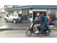 Motosiklet üzerinde tehlikeli yolculuk kameralara yansıdı
