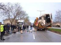 Çanakkale'de işçi minibüsü ile tırın çarpıştığı kaza