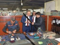 Rektör Özçelik'ten fabrika ziyareti