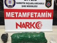 Uyuşturucu bulunan otomobilin sürücüsünde 'F. Gülen' ibareli kol saati ele geçirildi