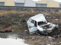 Sandıklı'da tren otomobil ile çarpıştı, sürücü ağır yaralandı