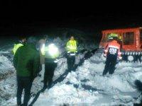 Kar ve tipi nedeniyle mahsur kalan iki işçi kurtarıldı