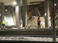 Tren kazasında enkaz kaldırma çalışması sürüyor