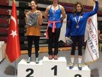 Uzungündeş, salon kürek şampiyonasında bronz madalya kazandı