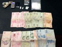 Uyuşturucu operasyonunda yakalanan şahsın araması bulunduğu ortaya çıktı