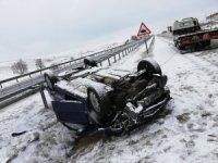 Kar yağışı trafik kazasına neden oldu