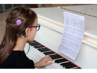 Zeynep, hayalindeki piyanoya kavuştu