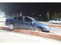 Kaza yaptı, otomobili bırakıp kaçtı