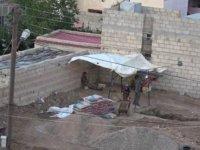 PKK/YPG'li teröristler böyle tünel kazıyor...